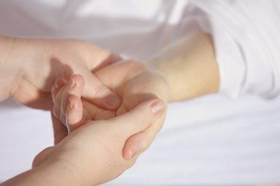 leczenie_ból_miesien_reka_obrzek_haratam_pl